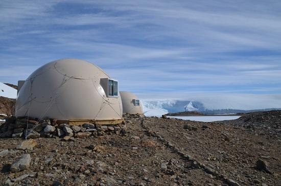 لوکسترین اقامتگاه قطب جنوب با نام بیابان سفید