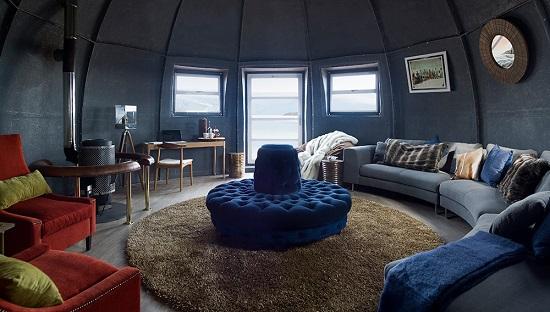 اتاق های این اقامت گاه بسیار مدرن و زیبا طراحی شده اند