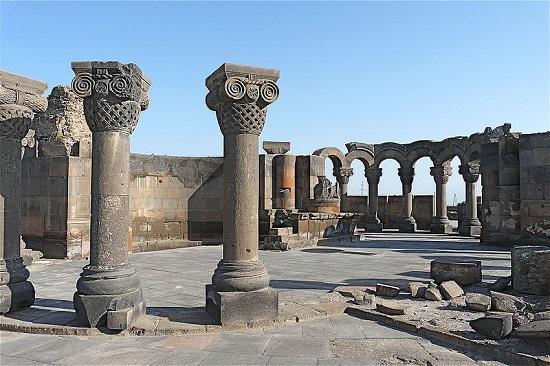 زوارتنوتس ، کلیسای تاریخی در ارمنستان
