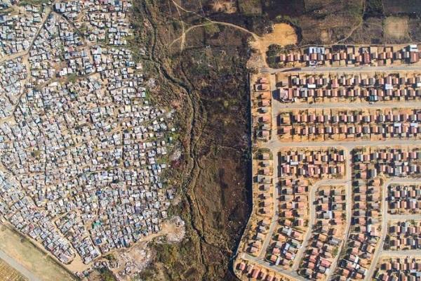 مرز متفاوت بین ثروت و فقر در کیپ تاون