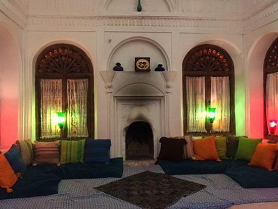 عمارتی سفید در دل کویر کرمان