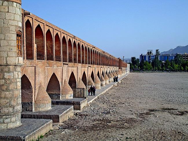 اصفهان همچنان گرفتار کم آبی می باشد
