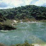 دریاچه ای متفاوت با برکه های آب داغ