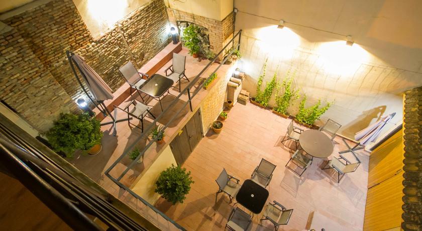 هتل لاگ این بوتیک